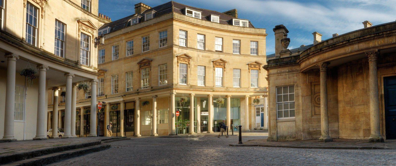 Image of spa buildings and colonnade in central Bath